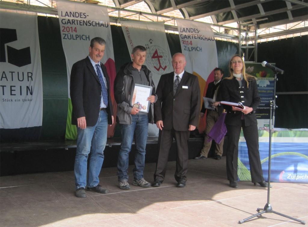 In Zülpich präsentiert sich der Monschauer Steinmetz Rainer Barth, der mit zwei Bronze-Medaillen ausgezeichnet wird.